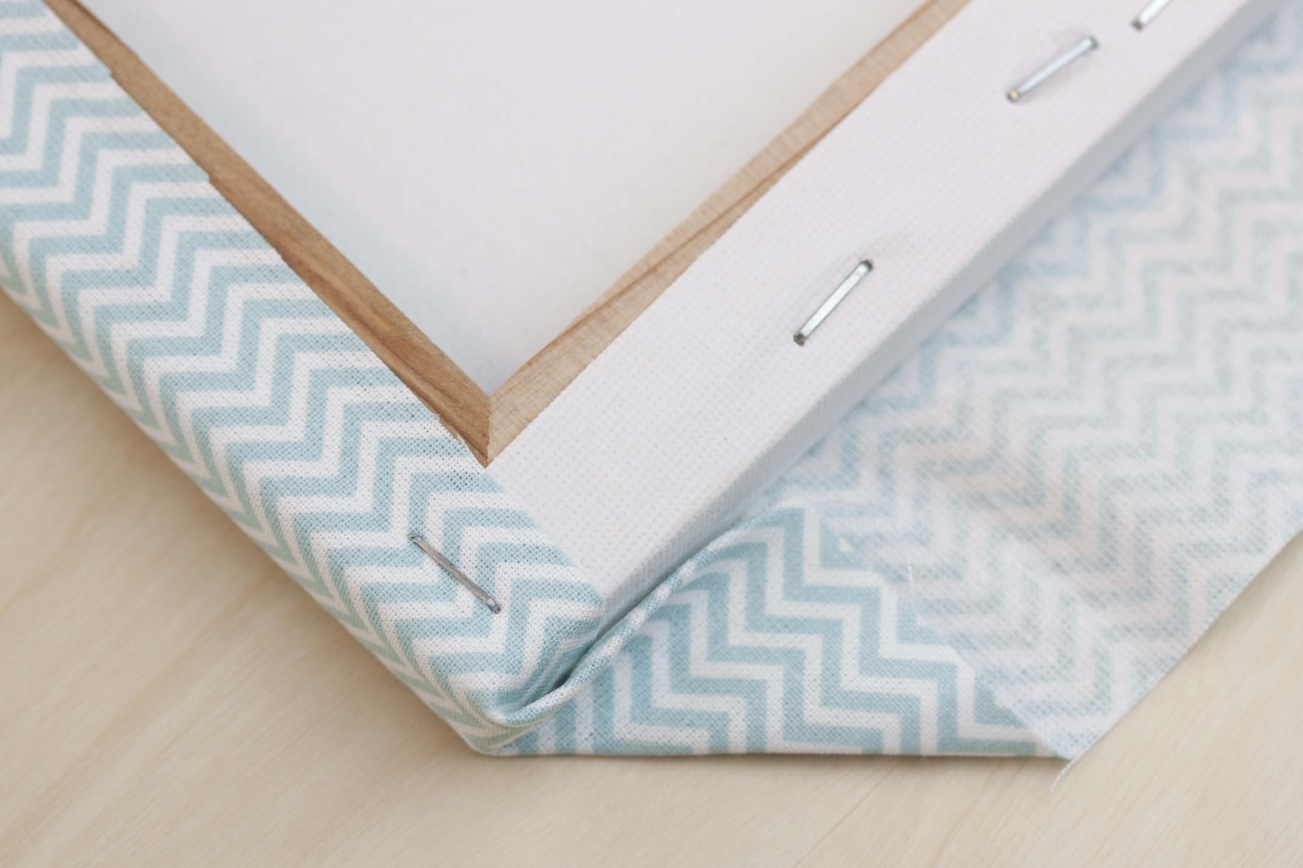 pinnwand selber machen stoff magnettafeln mit stoff. Black Bedroom Furniture Sets. Home Design Ideas
