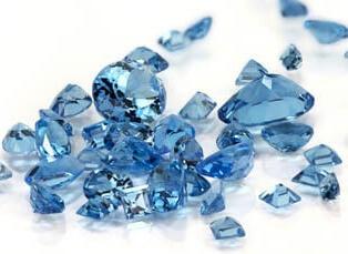 Verlobungsringe: Bedeutung der Steine: Aquamarin Stein blau