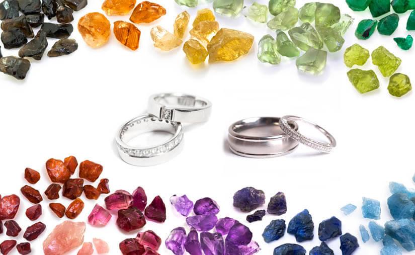 Verlobungsringe: Bedeuung der Steine: Bunte Edelsteine und Verlobungsringe in Silber