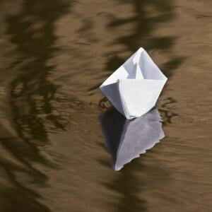 Das Papierboot-Angeln